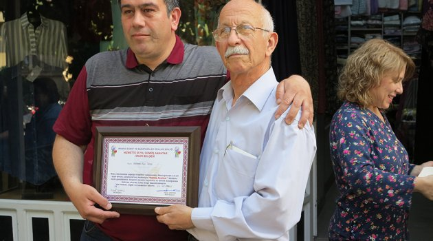 Meslekte 50 yıllarını kutlayan Tuyun ailesini sevenleri yanlız bırakmadı.