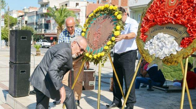 Turgutlu ADD Atatürk Anıtına çelenk koydu