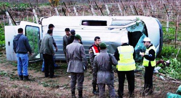 Minibüs üzüm bağına devrildi, 1 ölü, 3 yaralı