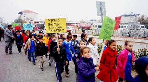 Öğrencilerden insan hakları ve demokrasi yürüyüşü