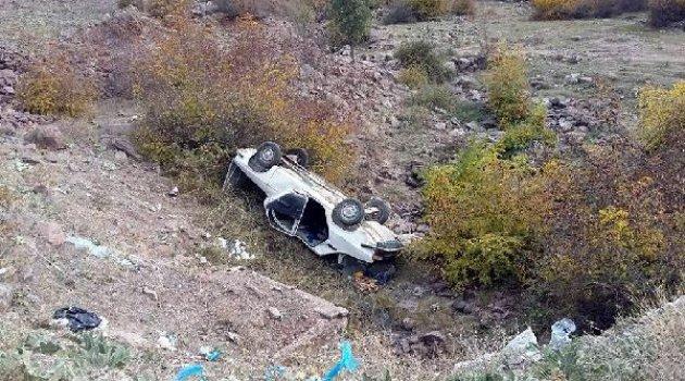 Şarampole yuvarlanan otomobildeki 4 kişi yaralandı