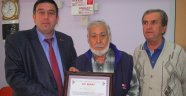 Tuhafiyeciler odası  yılın ahisi Hüseyin Emekçil 'e Ahi Beratı'nı verdi